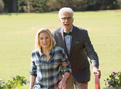 """THE GOOD PLACE -- """"Everything Is Fine"""" Episode 101-- Pictured: (l-r) Kristen Bell as Eleanor, Ted Danson as Michael -- (Photo by: Justin Lubin/NBC)"""