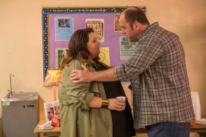"THIS IS US -- ""The Big Three"" Episode 102 -- Pictured: (l-r) Chrissy Metz as Kate, Chris Sullivan as Toby -- (Photo by: Ron Batzdorff/NBC)"