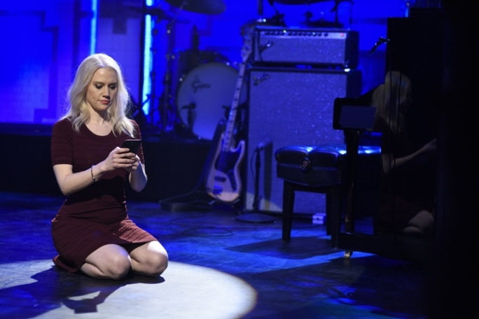 kate mckinnon kellyanne kneeling on stage snl.jpg