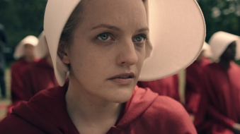 elisabeth-moss-as-offred handmaid's tale