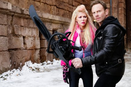 SHARKNADO 5: GLOBAL SWARMING -- Pictured: (l-r) Tara Reid as April Shepard, Ian Ziering as Fin Shepard -- (Photo by: Yana Blajeva/Syfy)