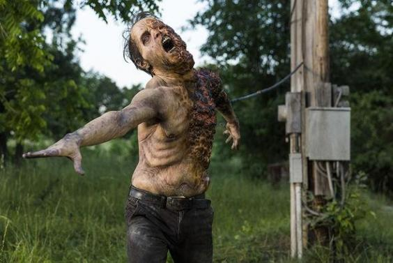 the walking dead electrocuted walker twd.jpg